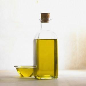 オリーブオイルに含まれるオレイン酸には、コレステロールや中性脂肪を減らす効果.jpg